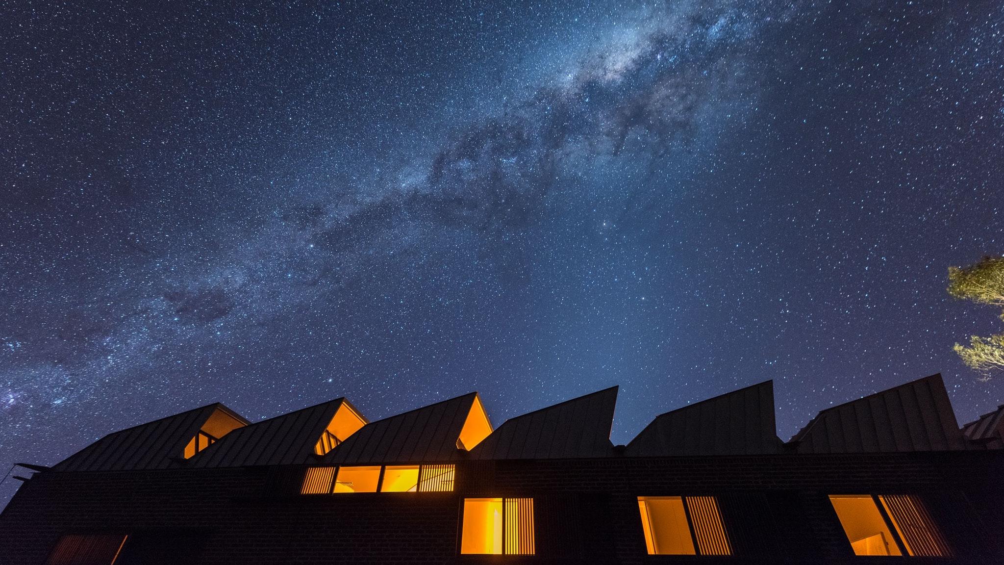 Alkina Lodge by night