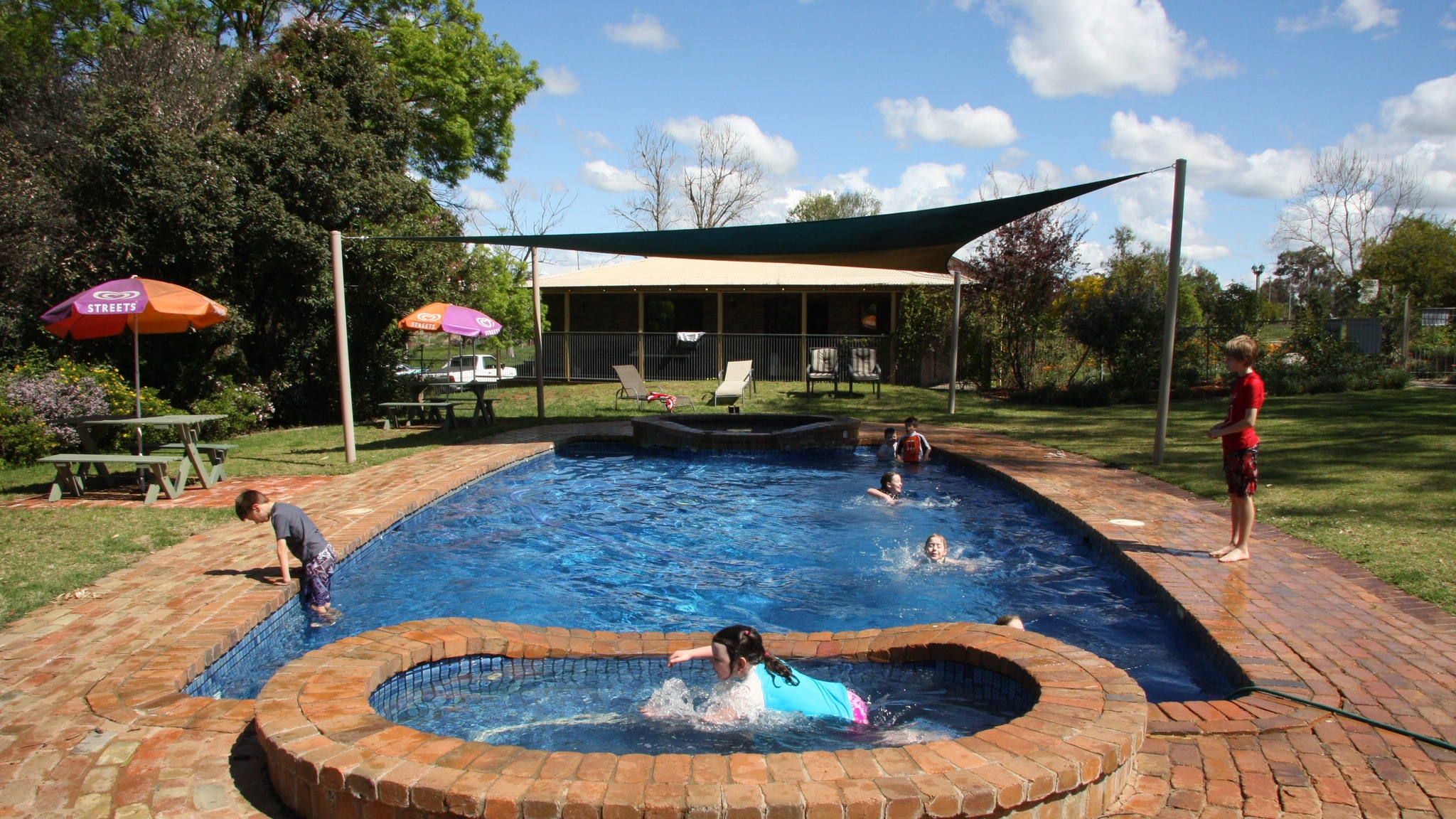Bindaree Motel and Caravan Park
