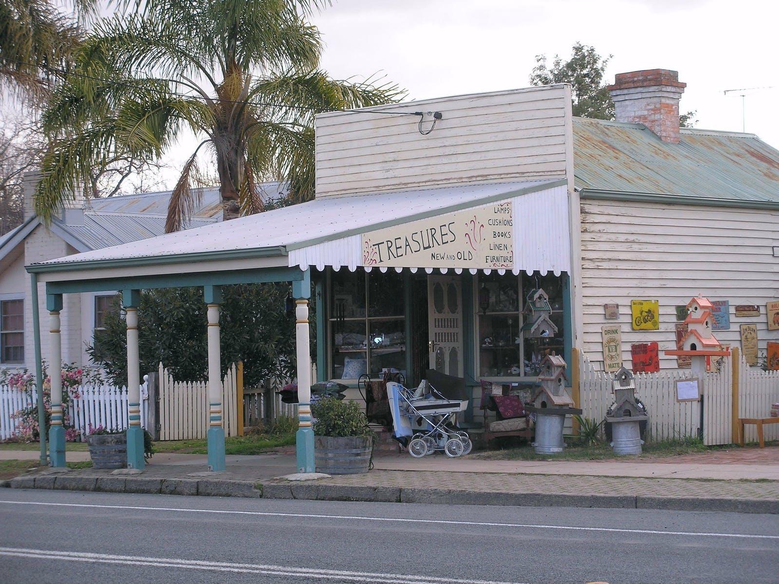 Lady Gails Bookshop Holbrook
