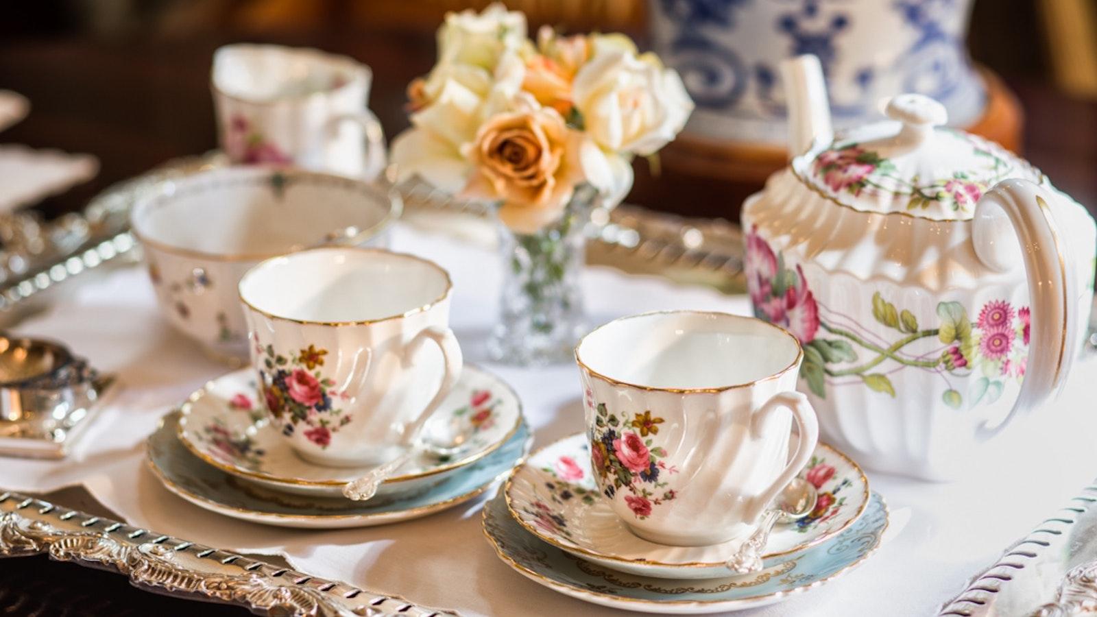 Complimentary afternoon tea at Holyrood