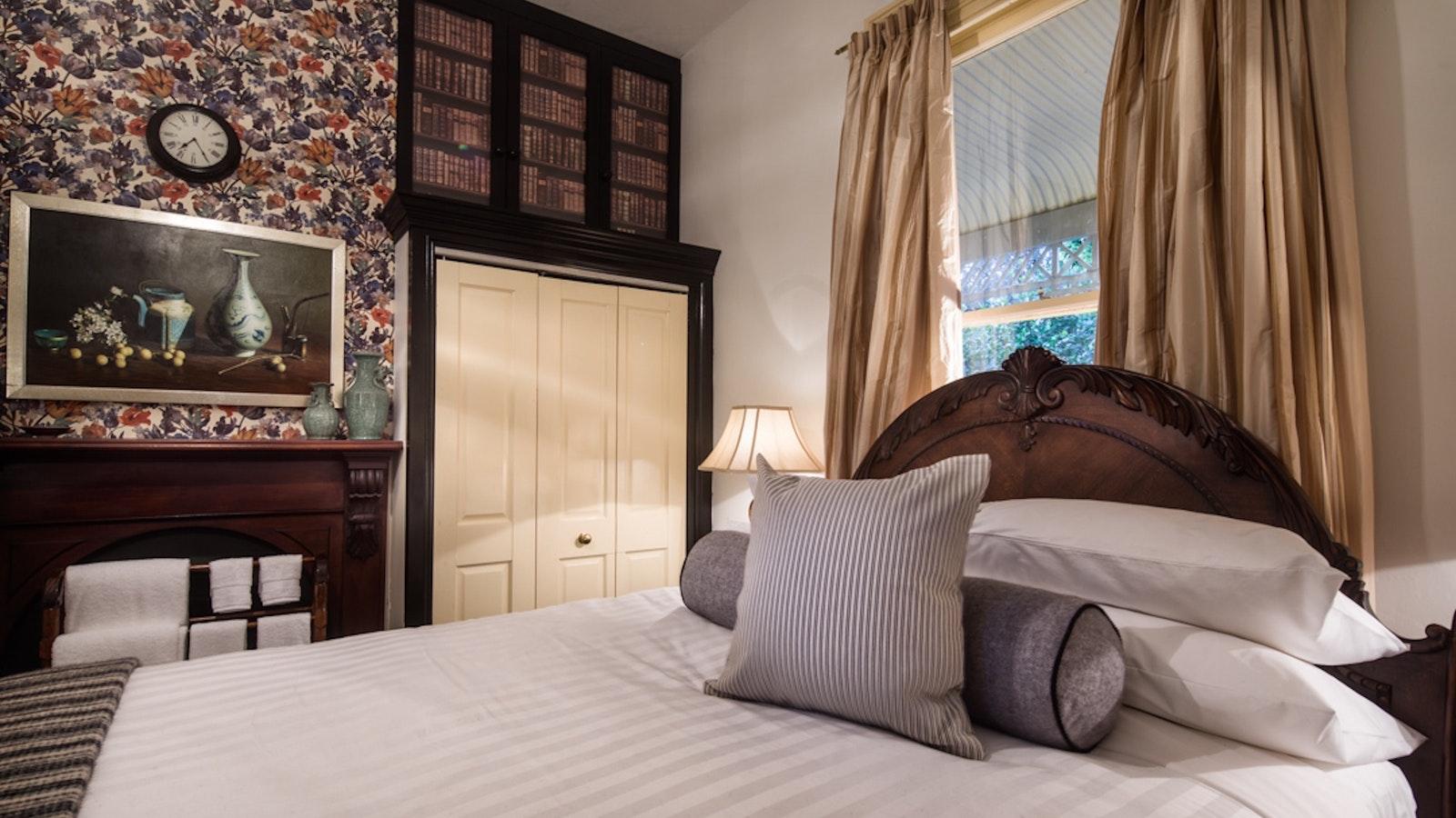 Kabay Queen bedroom at Holyrood