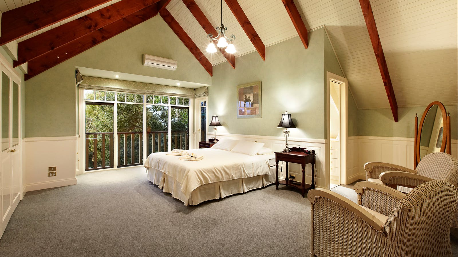 Room 7, king size bed with ensuite
