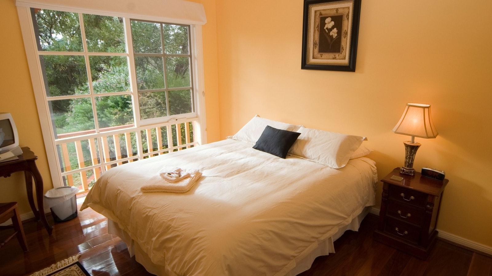 A Queen Bedroom (room 3)