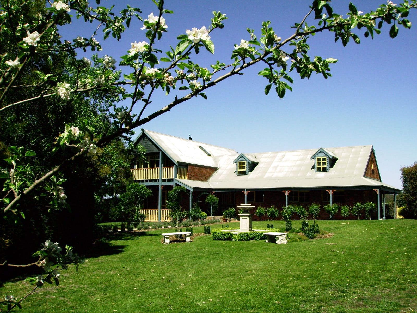 The lodge and garden surrounds