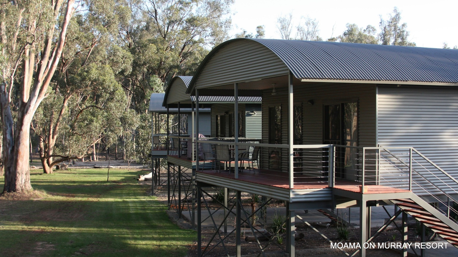 river front views of Murray River