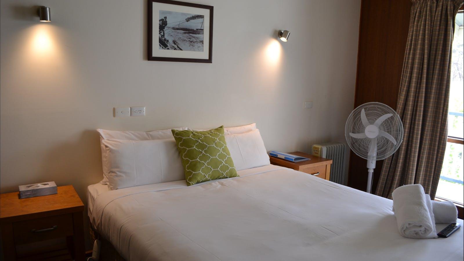 Motel Queen Room
