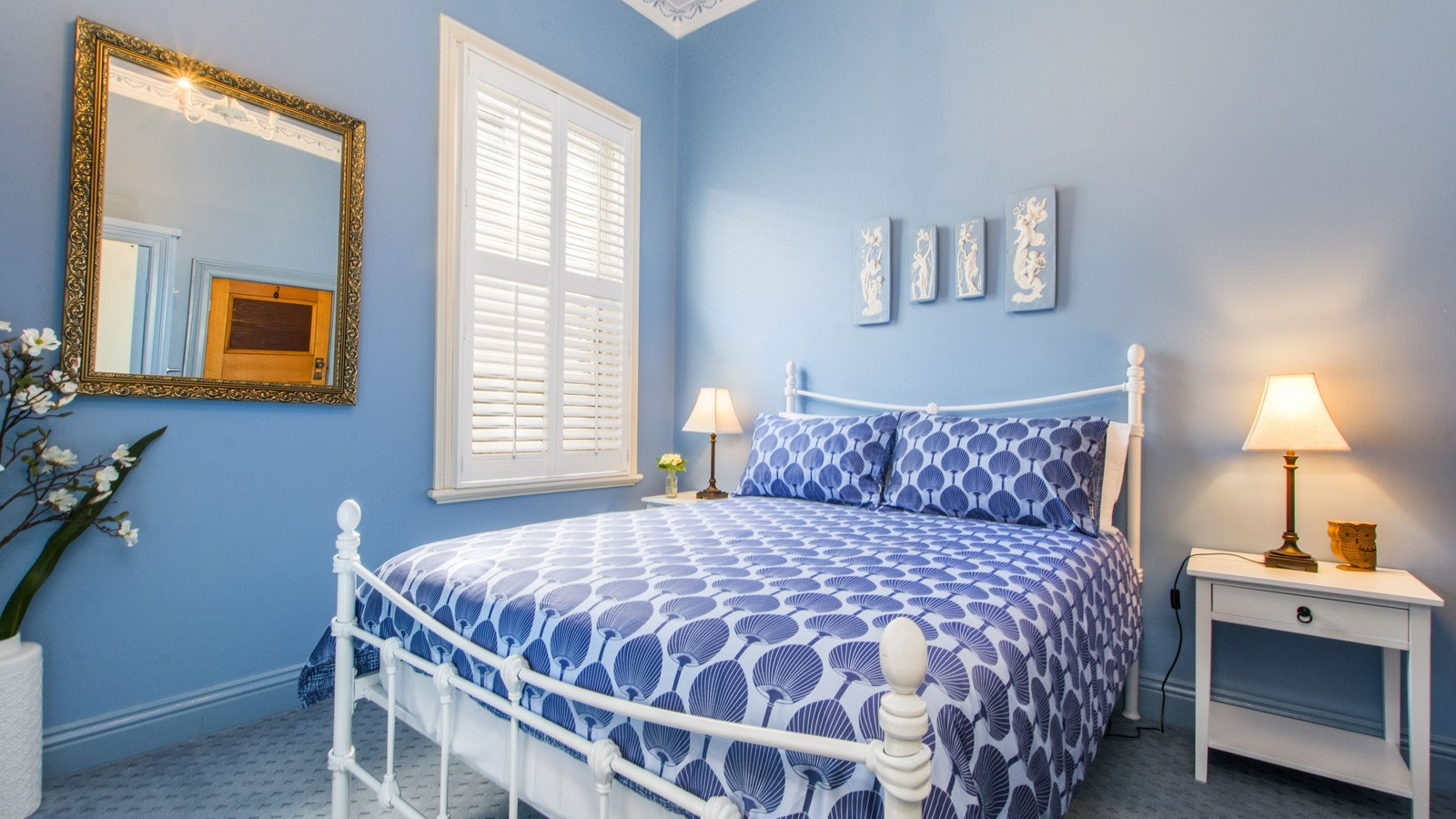 third bedroom in classic blue and white with DS bed