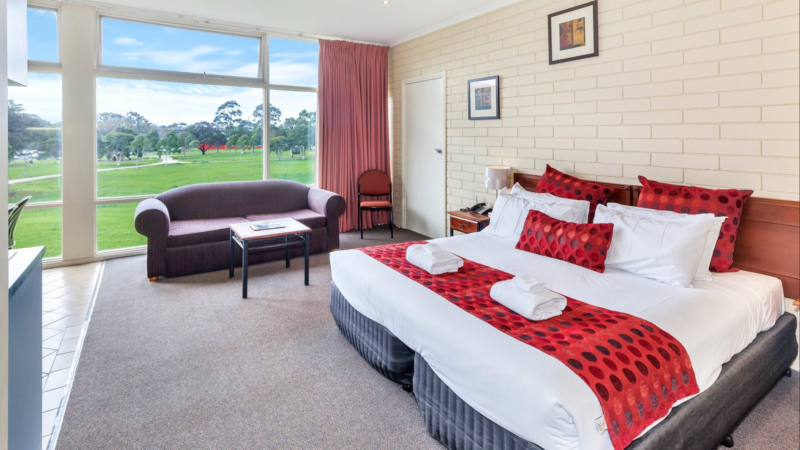 Parkside Motel Geelong Deluxe Suite With Spa Bath