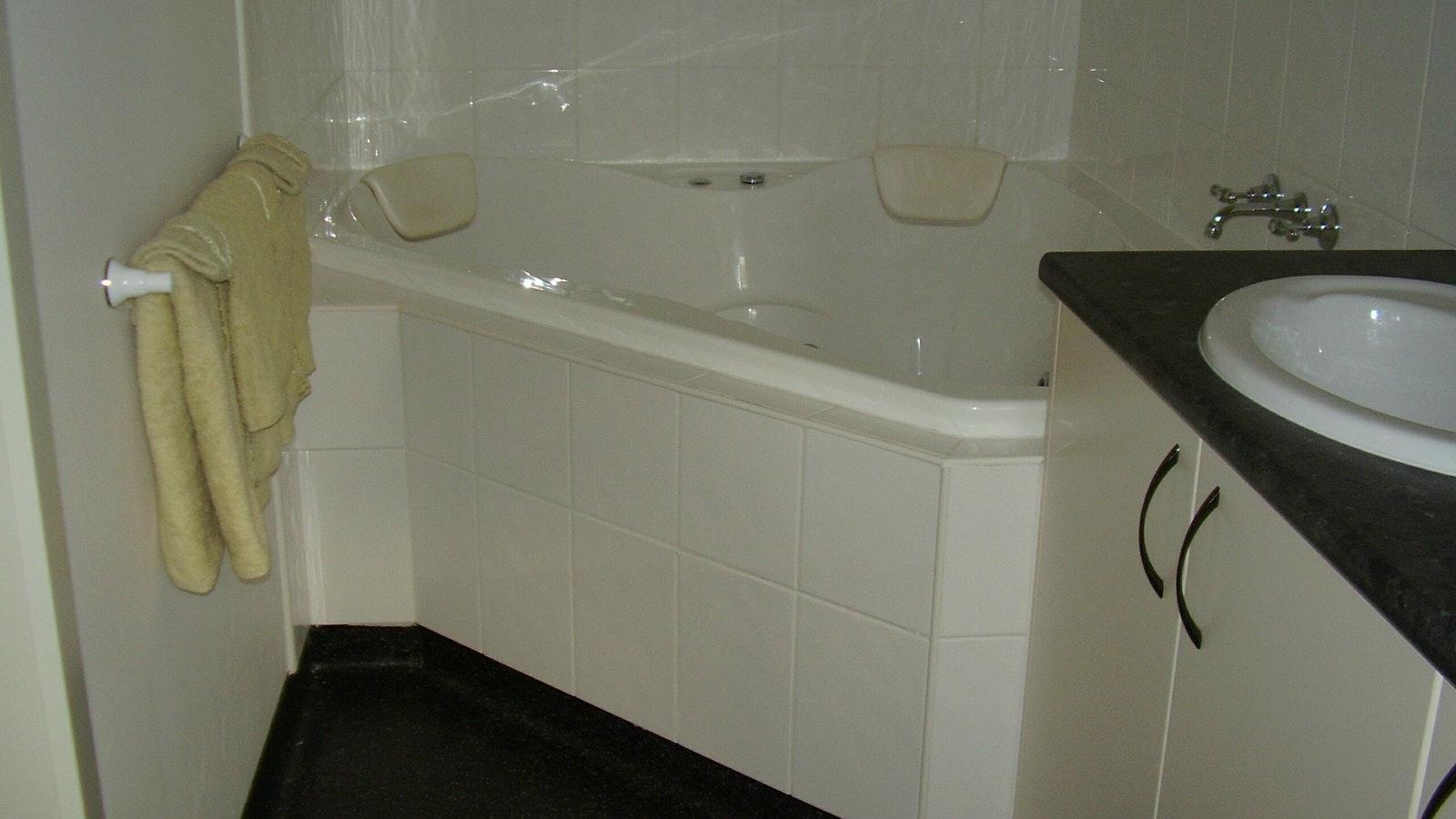 Blue Wren Spa Bath