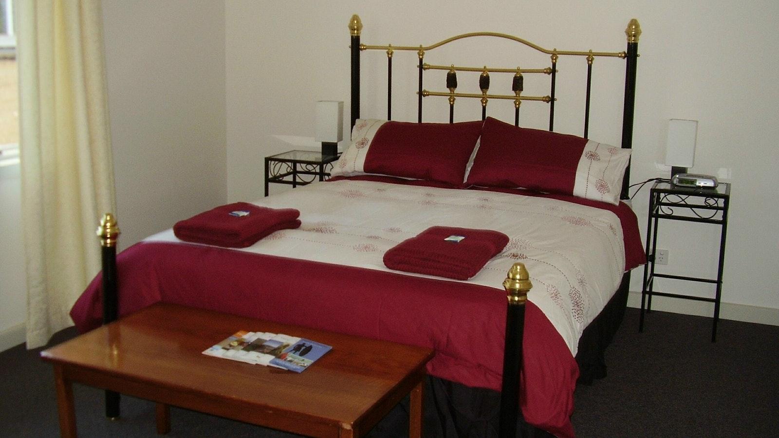 Kookaburra Main Queen Bedroom