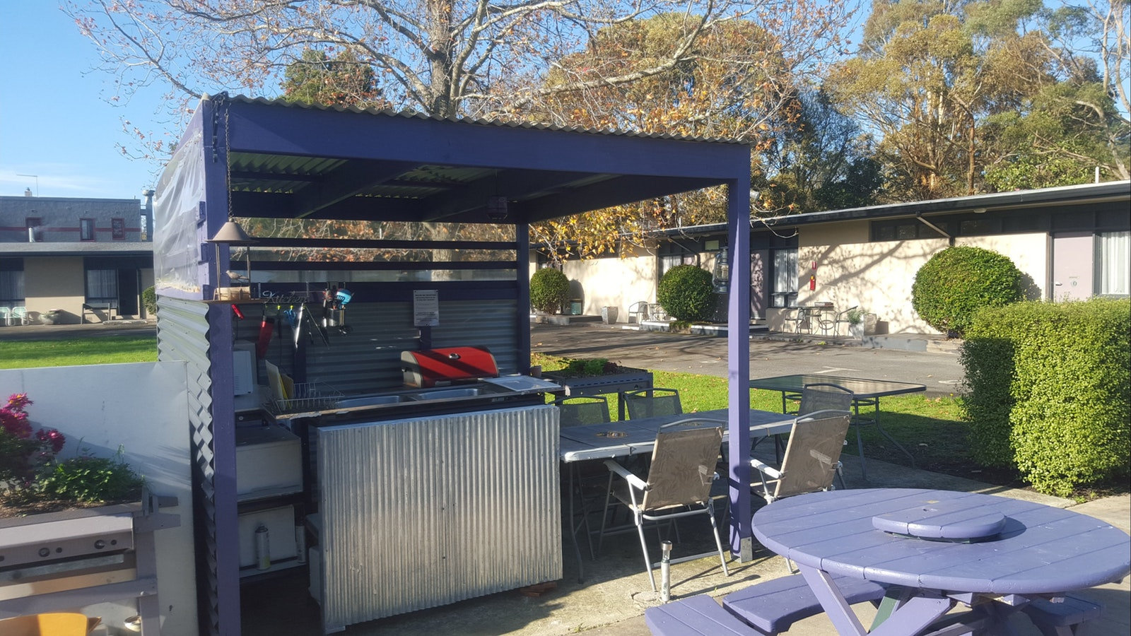 Outdoor kitchen and barbecue facilities