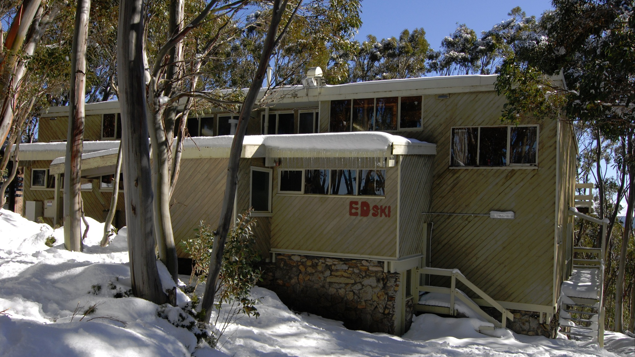 Outside view of Edski Lodge during Winter