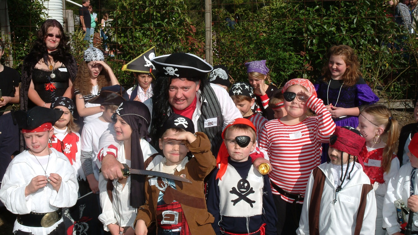 family fun  pirate  dress-up