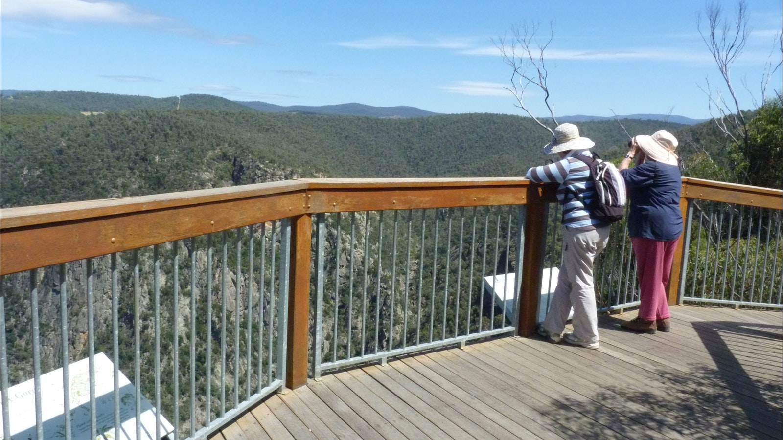 Walk to lookout over Little River Gorge