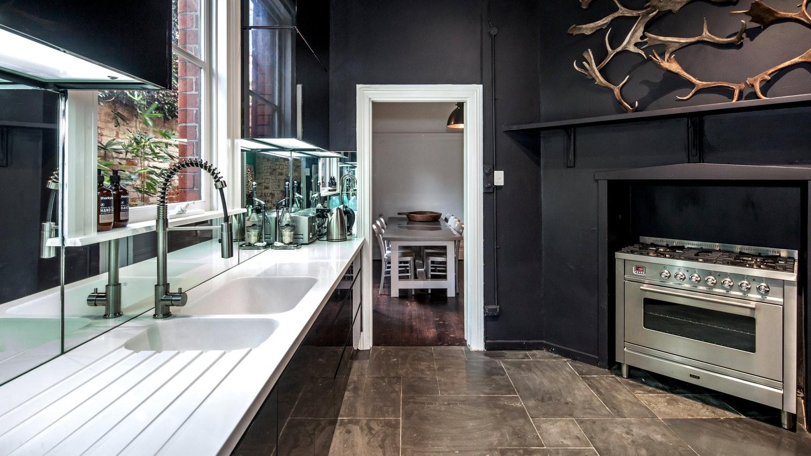 Lascelles no. six ground floor kitchen