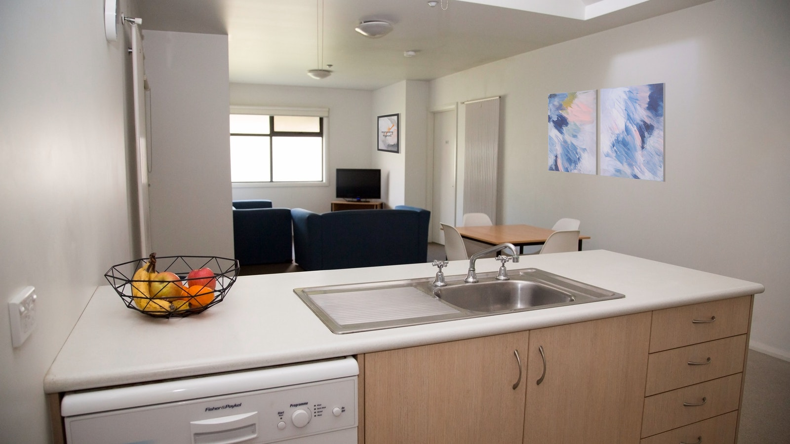 Elsworth Street Apartments Kitchen/Living