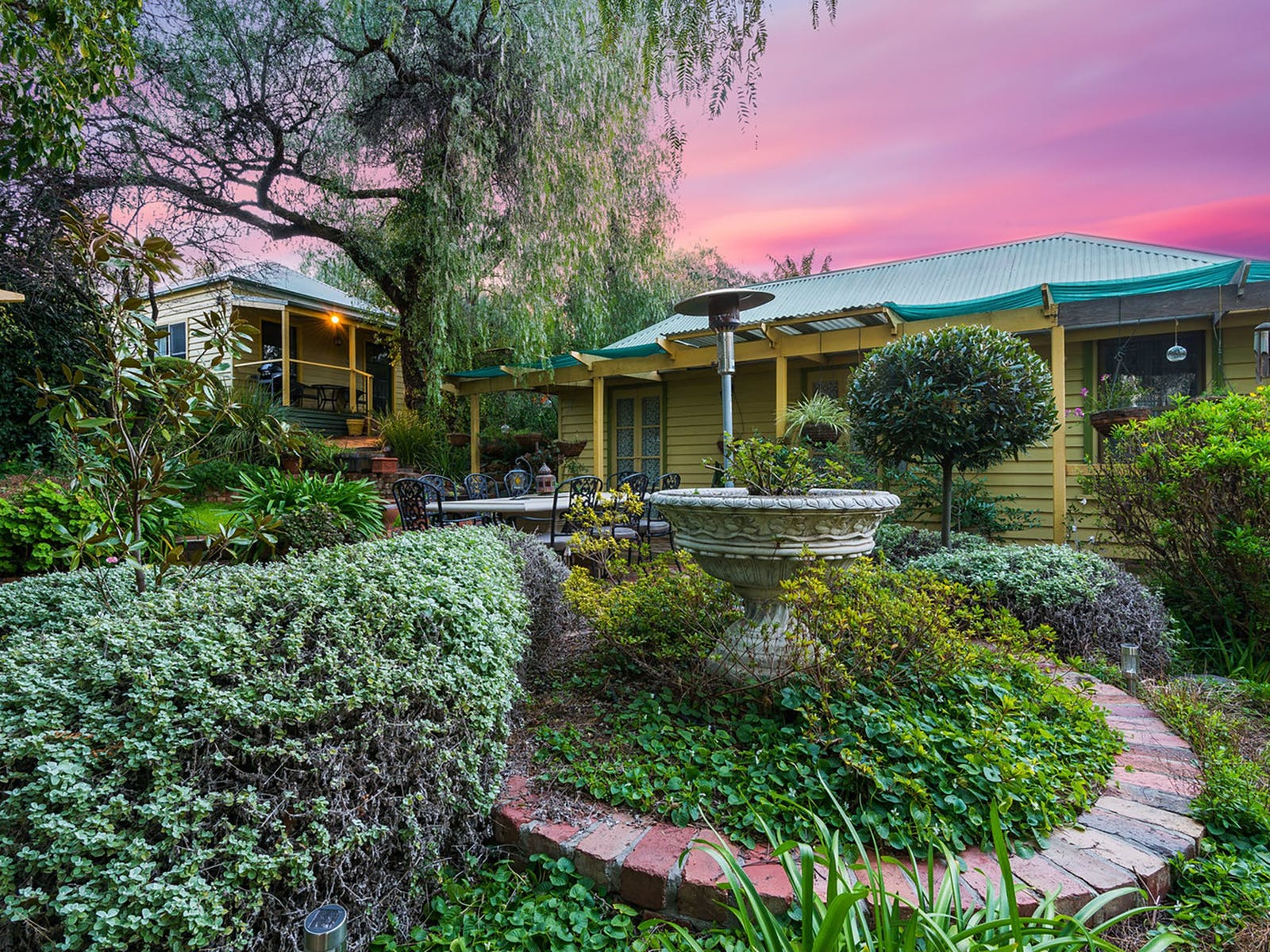 Bendigo Cottages and Bed Breakfast gardens