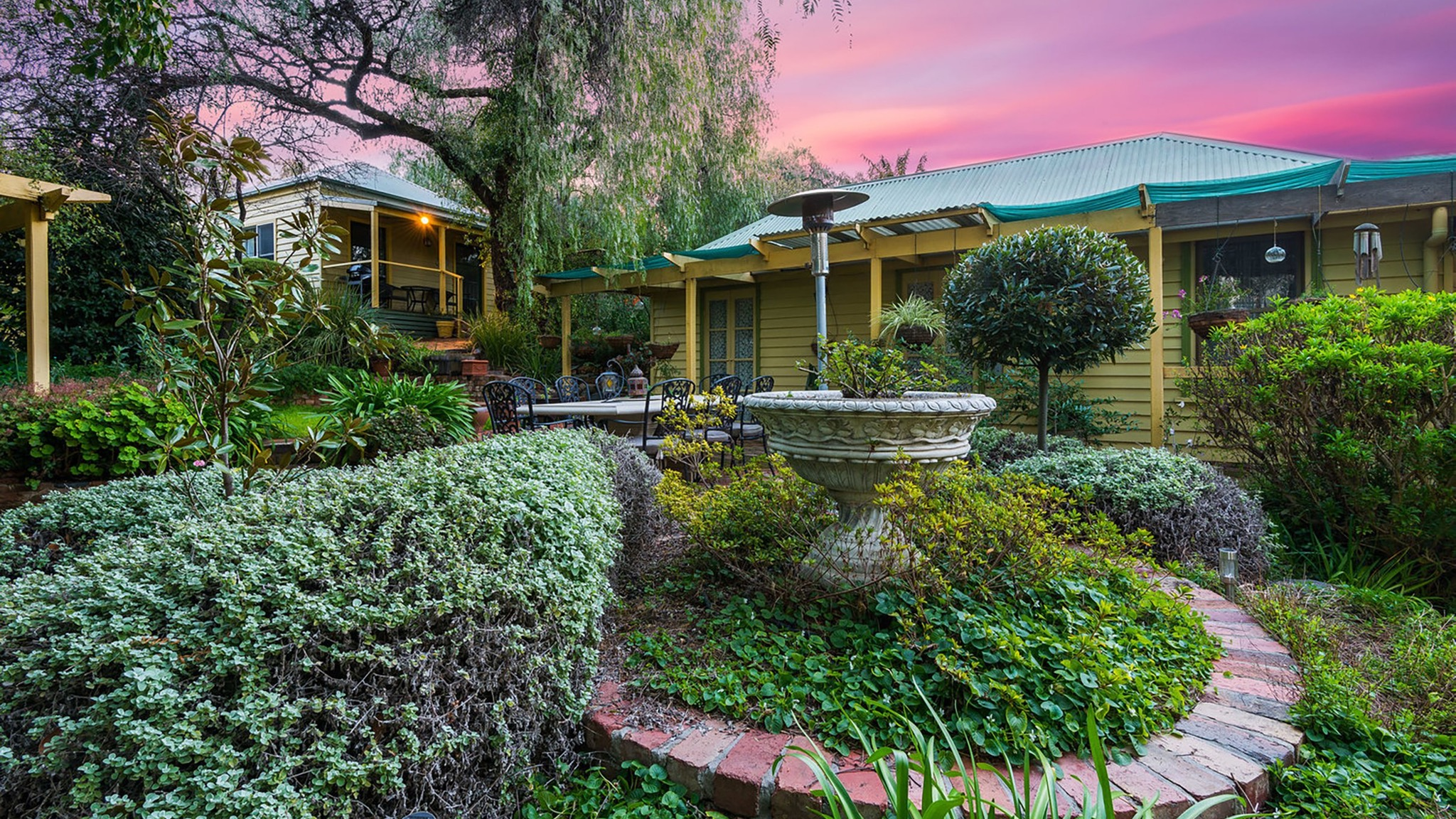 Bendigo Cottages and Bed Breakfast gardens