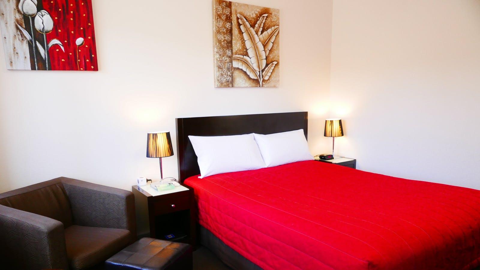 Room 15 - Economy Queen Room at Junction Motel, Maryborough
