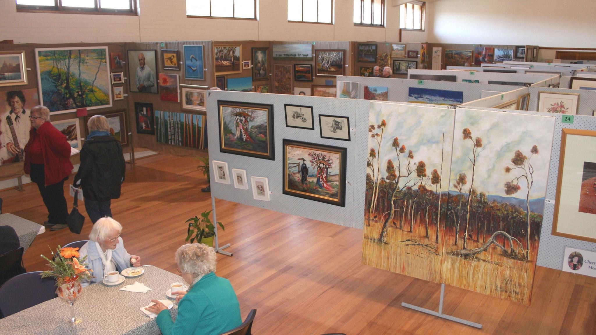 Visitors enjoying the 2016 Pyrenees Art Exhibition & Sale