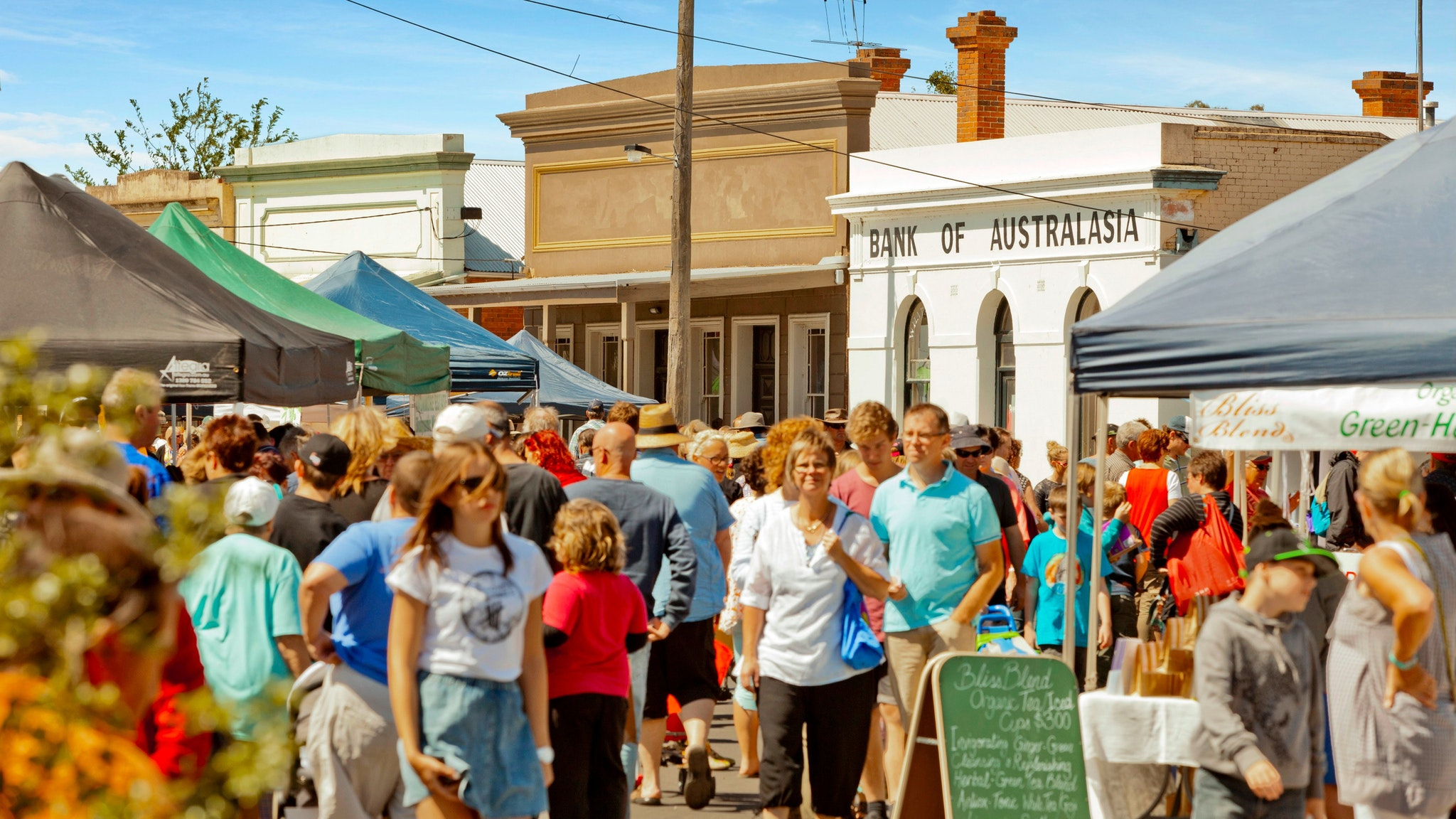 The whole town of Talbot becomes a vibrant village marketplace on the third Sunday evey month.