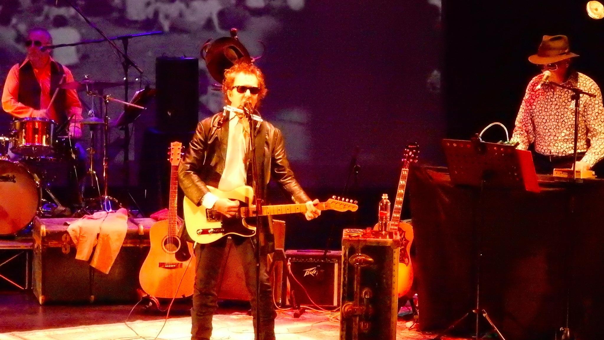 Dylan goes electric at Newport Folk Festival