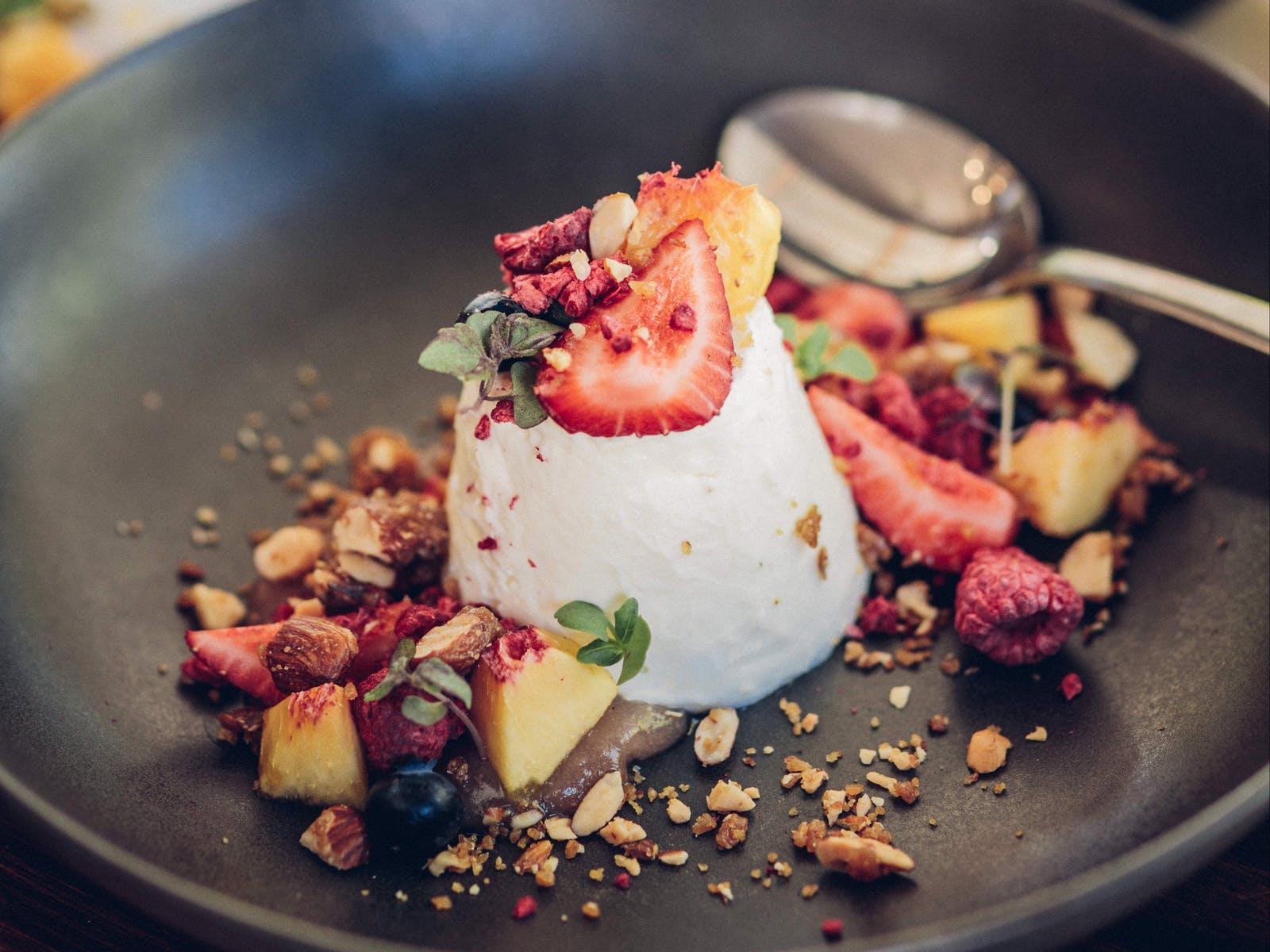 Fruit and yoghurt