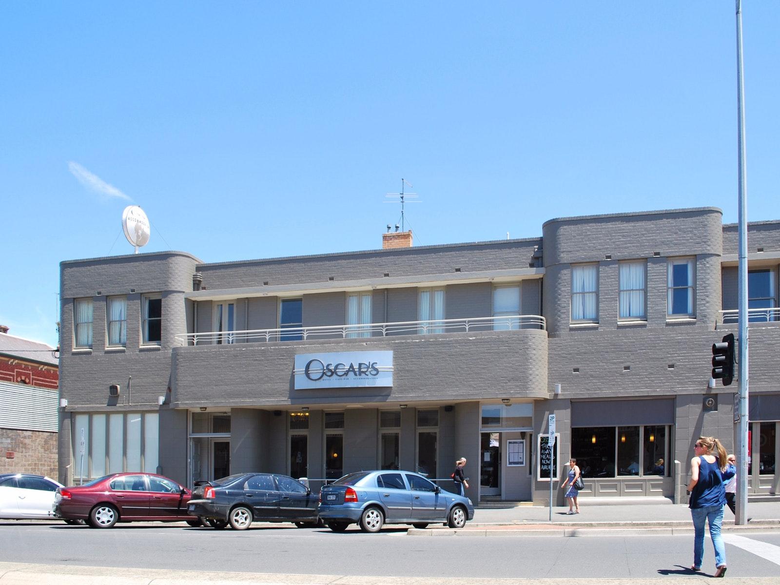 Oscars Hotel Cafe Bar