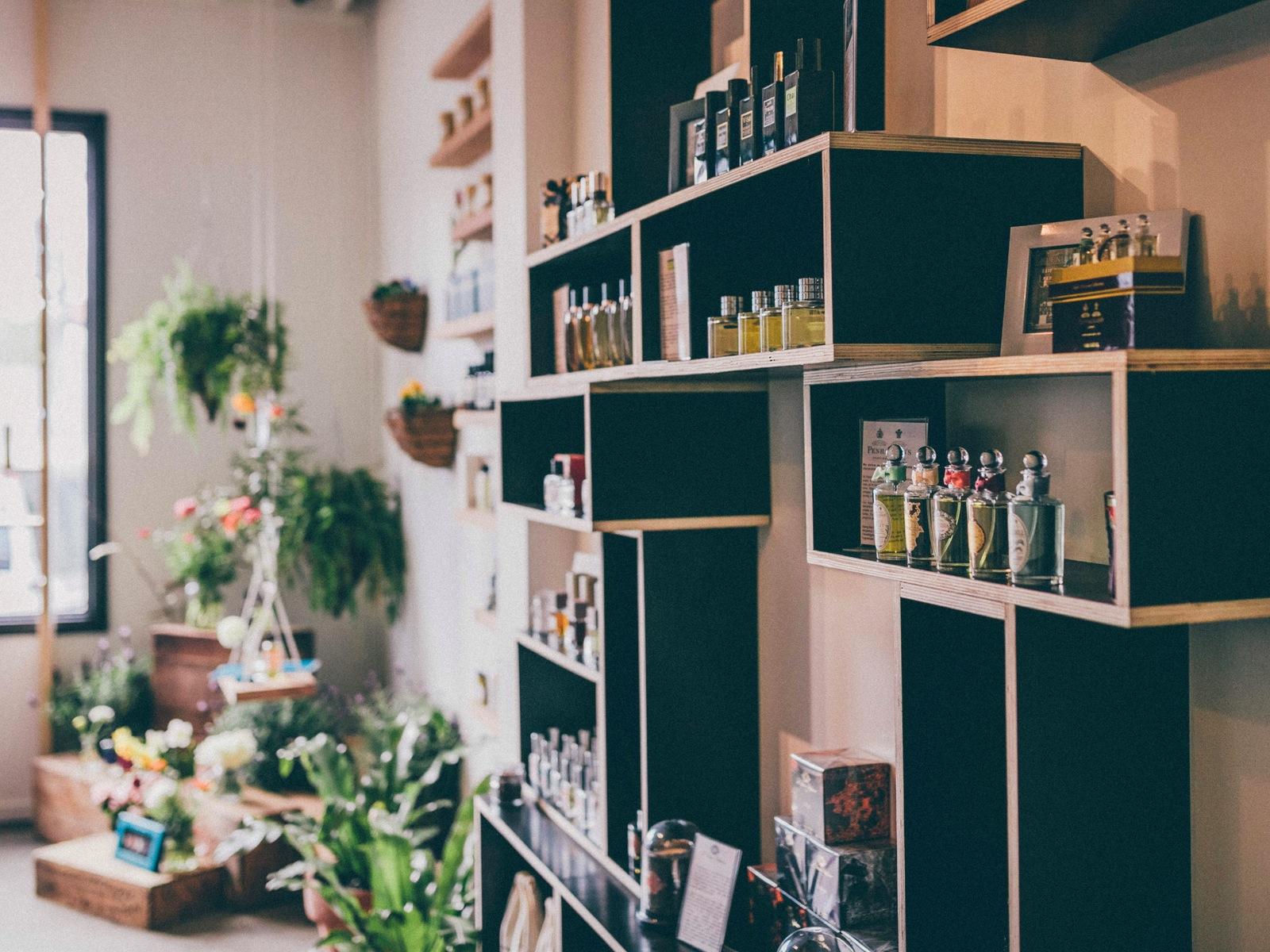 interior niche perfume wall