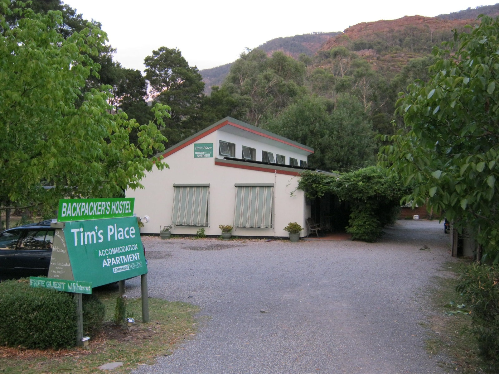 Tim's Place Apartment and Hostel