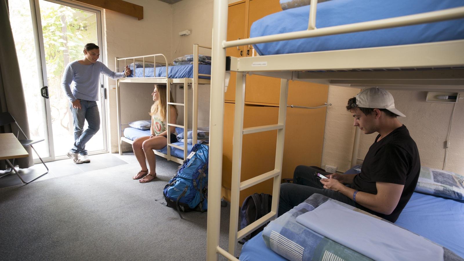 4 share room