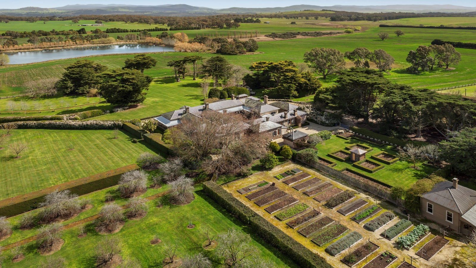 The Mount Mitchell Homestead is surrounded by 10 acres of formal garden and hundreds of acres of  farm land. Superb views of the Pyrenees Ranges, extensive lawn and hedging, avenues of trees, impressive kitchen gardens and a picturesque lake all help to create a sensational property.