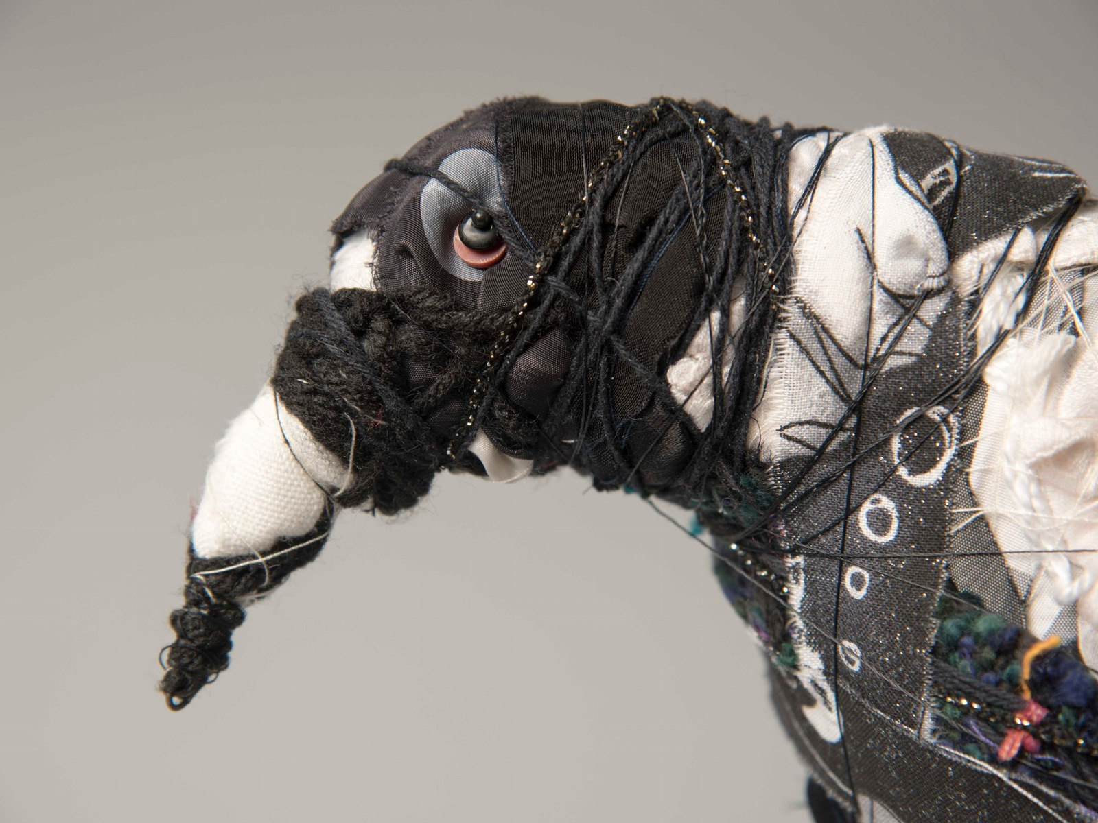 Magpie sculpture created by Bryant Holsenbeck  tutor at Grampians Texture