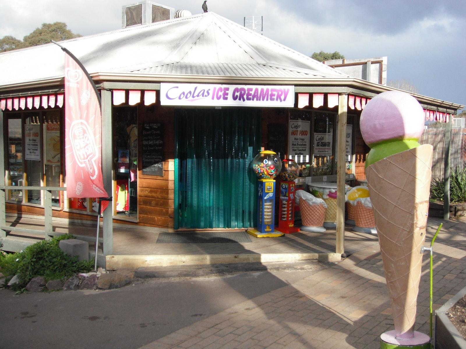 Entrance to Coolas Ice Creamery