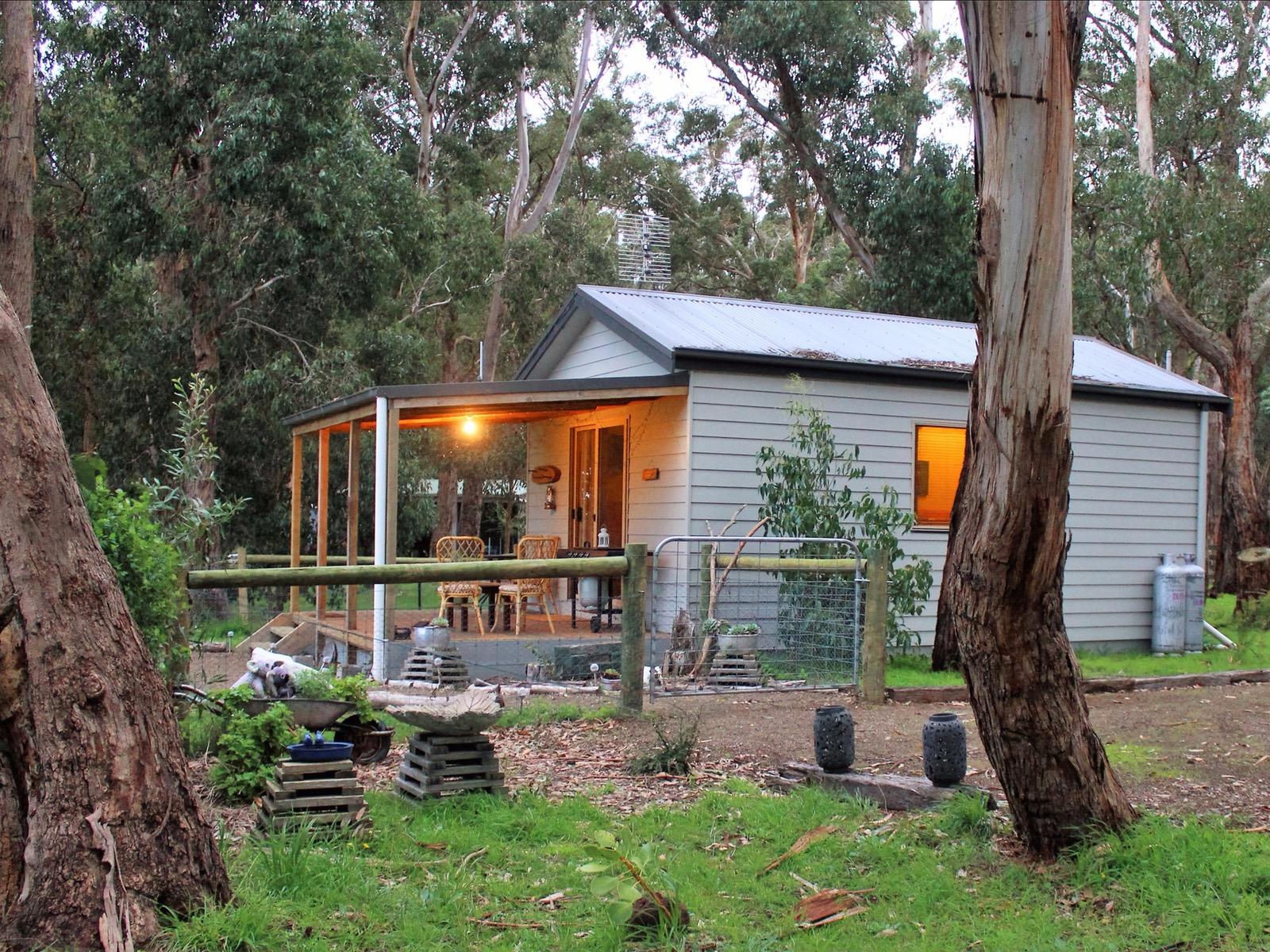 Image of cabin and surrounding bushland