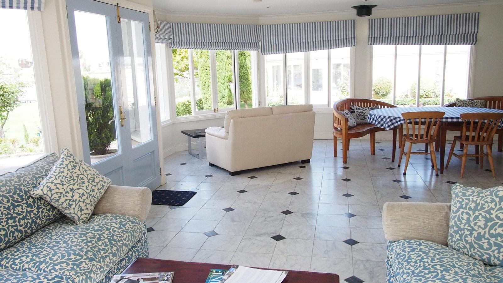 Douglas_riverside_lounge_in_the_garden_house