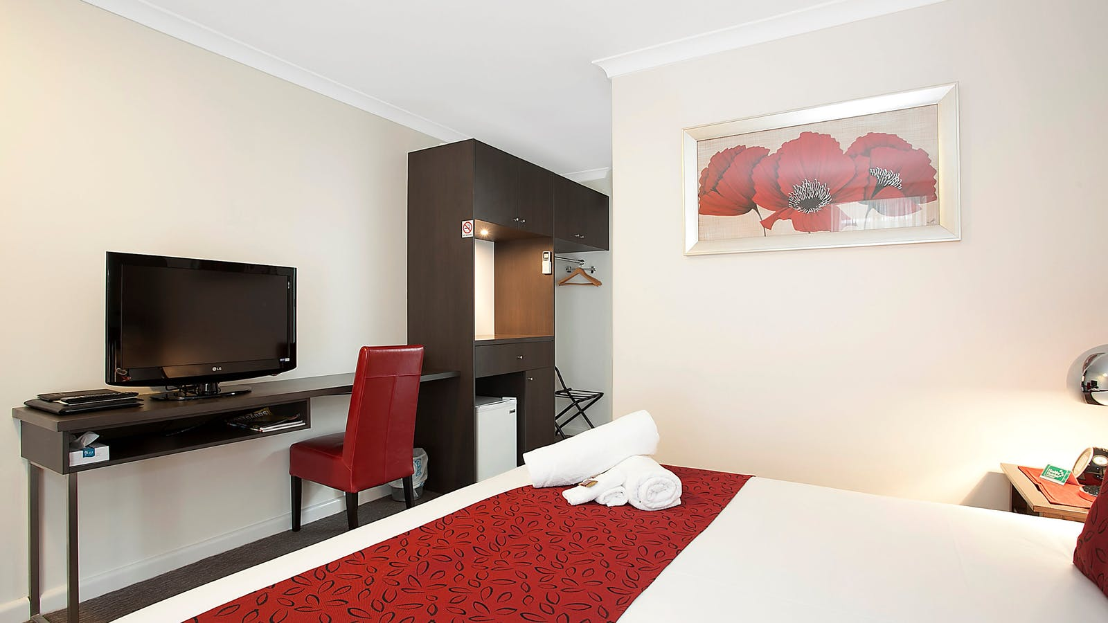 Deluxe King Room with flat screen TV with Foxtel