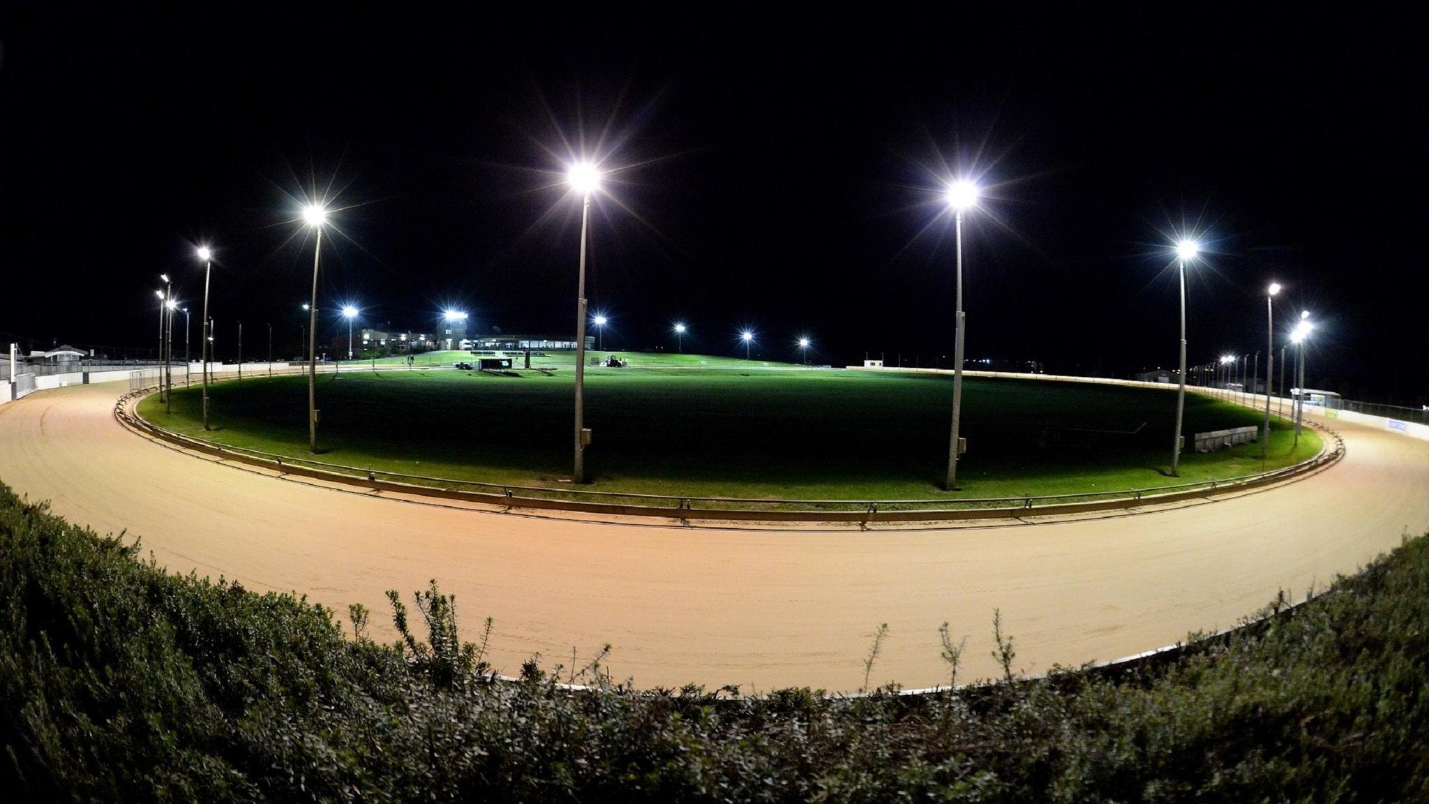 Warrnambool Greyhounds - Racing under lights every Thursday