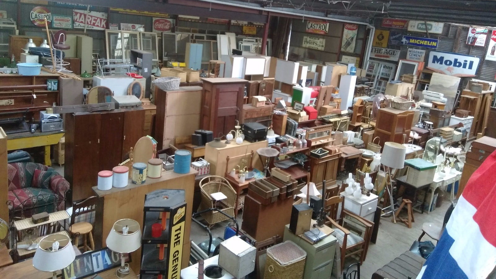 Mailors flat demolition and antiques attraction great for 2nd hand salon furniture