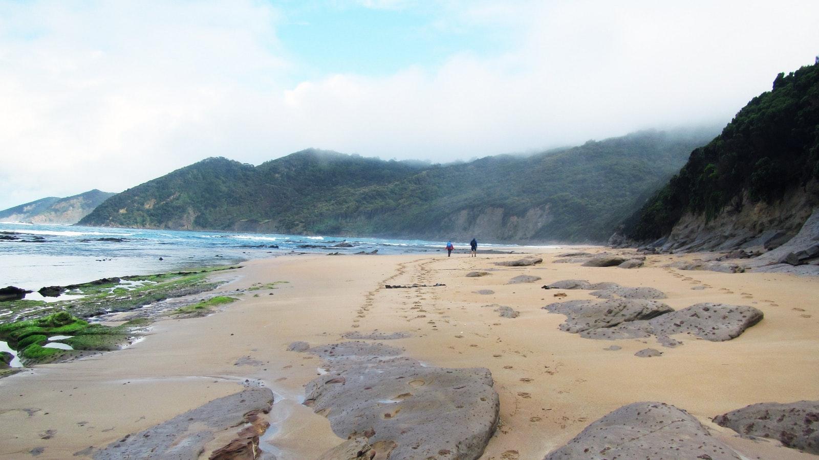 Long-spectacular-beaches-Great-Ocean-Walk