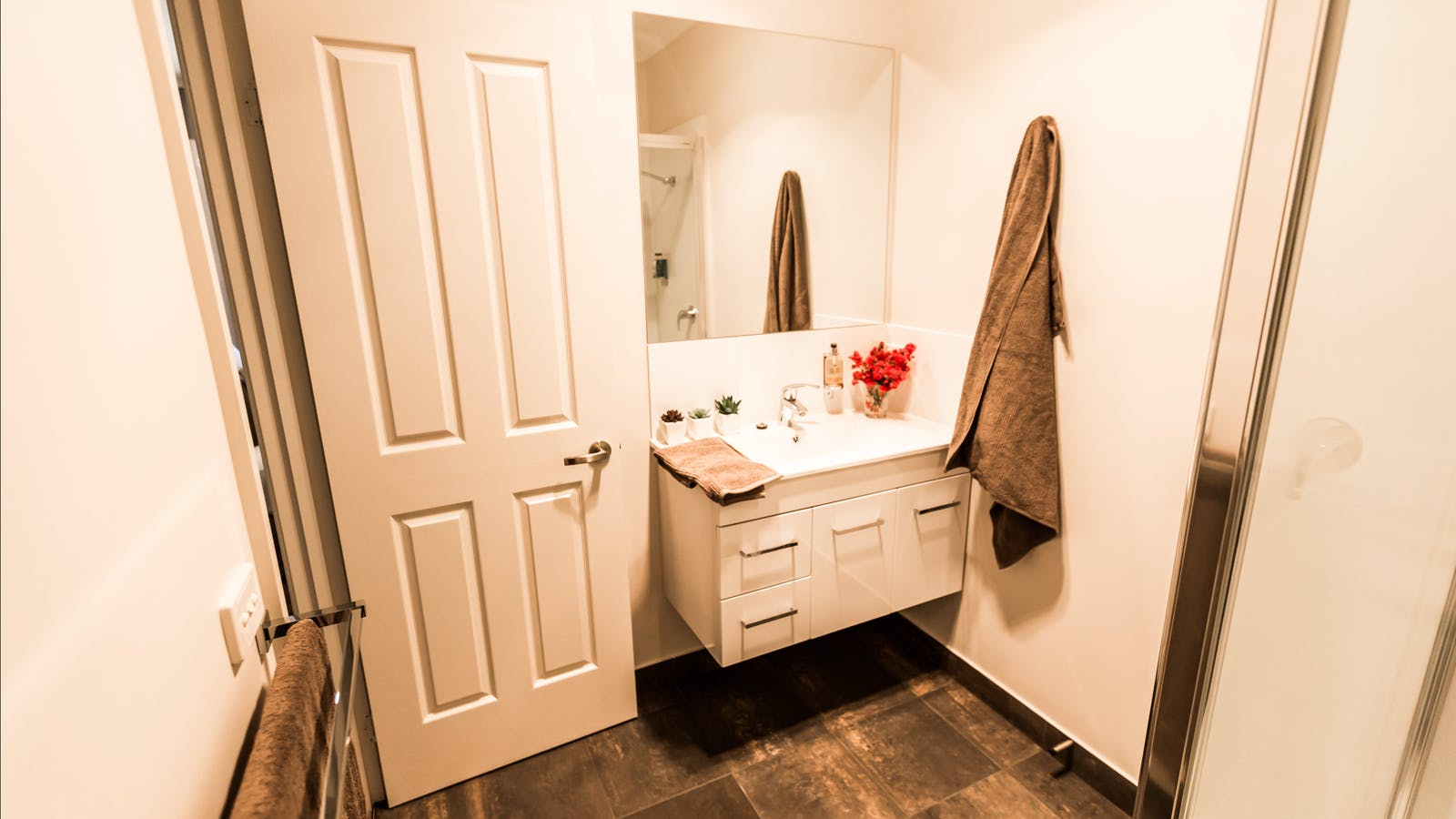 Brand new ensuite-Complementary Molton Brown toiletres & fluffy towels