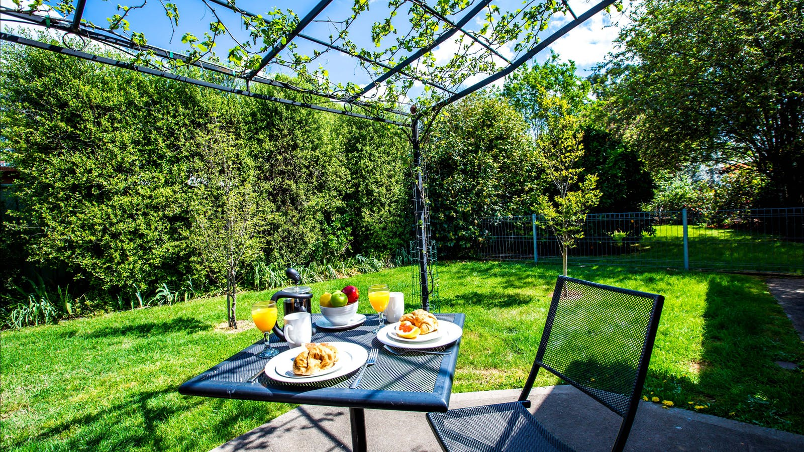 Private fully fenced garden just for you
