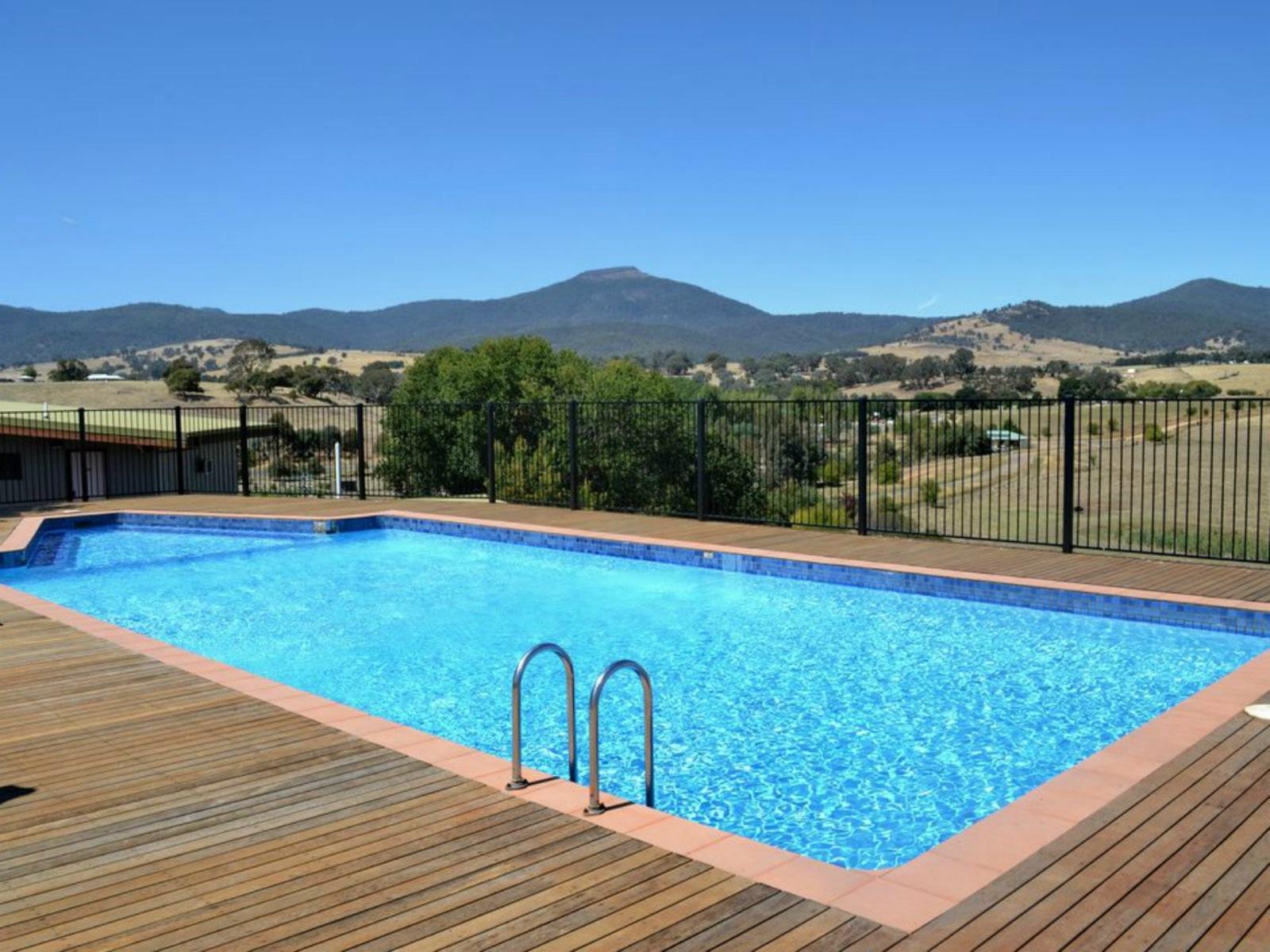 Delatite Apartments swimming pool