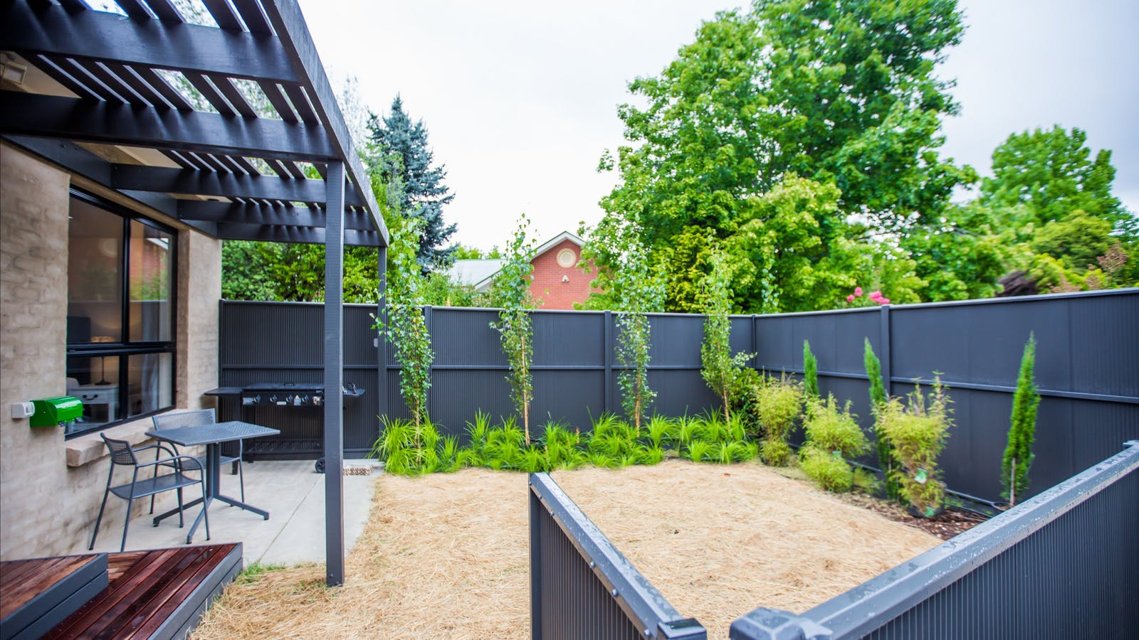 Private fenced garden with BBQ & outdoor dining