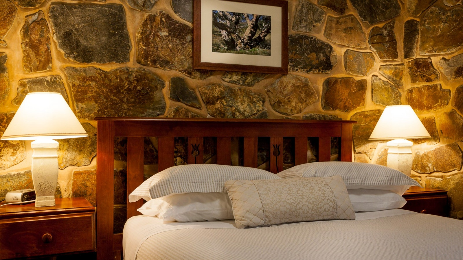 Stone wall features in units