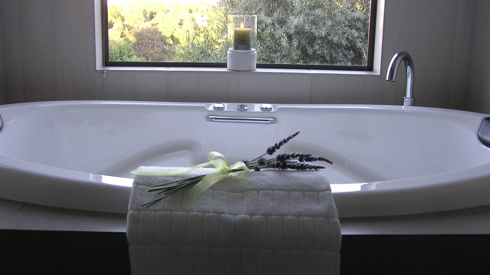 Double spa bath under picture window