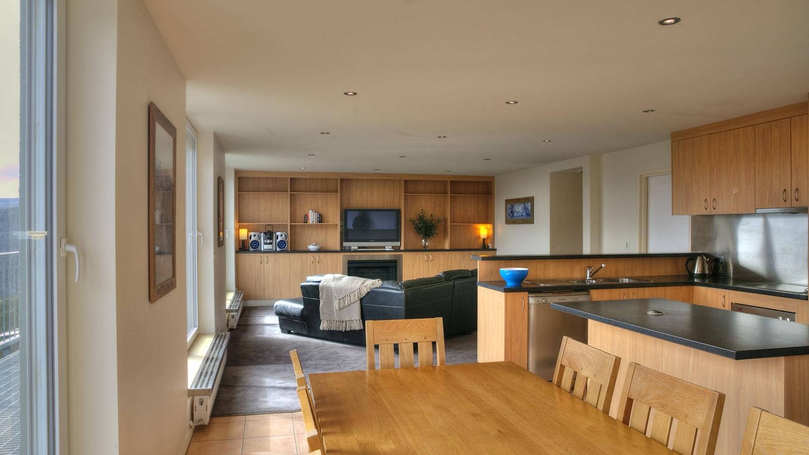 S/C apartment 20 lounge/dining
