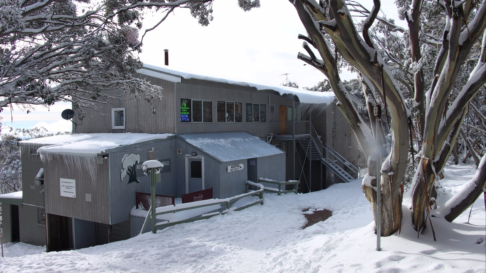 Sugarbush Lodge and Apartments, Accommodation, High Country ...
