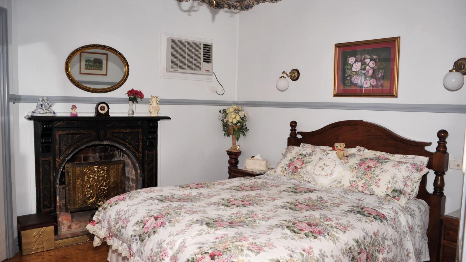 Cuddledoon Cottages Bedroom 2