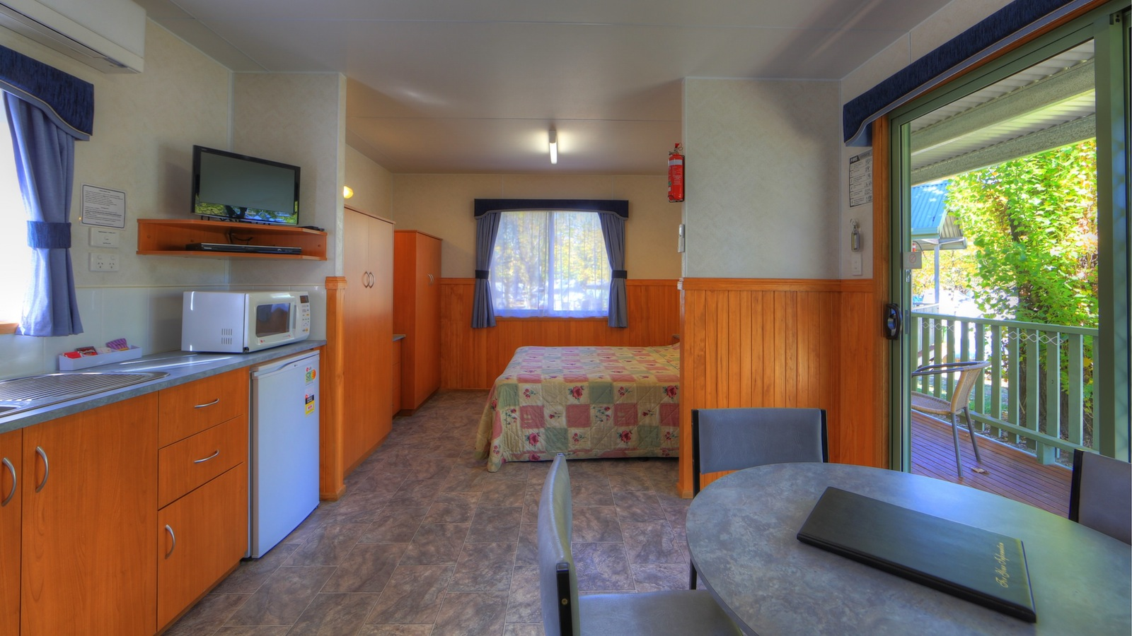 Standard Studio cabin - internal view